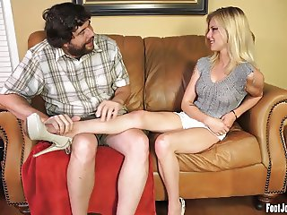 Sexy Mya gets her toes sucked and feet worshipped