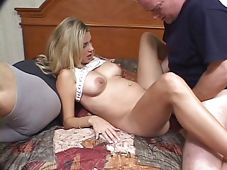 Pregnant hottie in threesome action