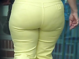 SEXY MILF IN YELLOW JEANS WITH A PHAT ASS