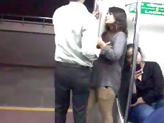 22 Desperate Lovers in Delhi Metro Kiss n Boob Press