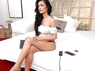 Sexy Brunette Dances & Teases On Cam