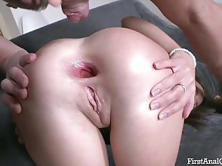 Lita Phoenix plays anal game for the first time