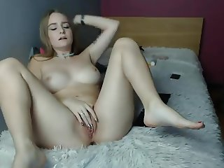 Webcam girl fingering her cunt