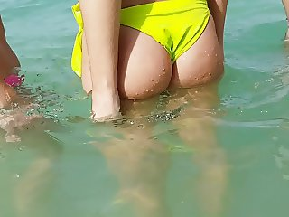 Candid hot wet ass in yellow!!!