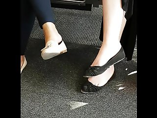 Candid ladies in Flats Feet Shoeplay Dangling