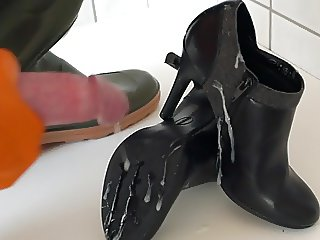Cumming on High Heels in Waders and Rubber Gloves