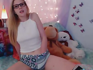 Cute Teen Babe Pleasure Herself on Cam