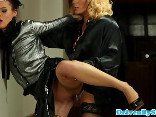 Kelly Sun pissdrenched by male crossdresser