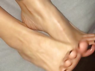 Cumshot on her feet and toes