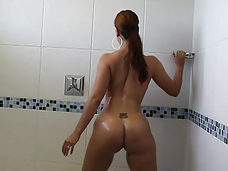 She Just Took A Shower, Now Shes Ready For His BBC