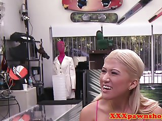 Real pawnshop amateur cocksucking in store