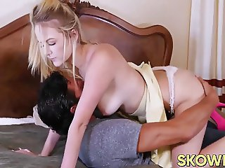 Horny pussy Iris Rose hammered the proper way by Johnny Gun