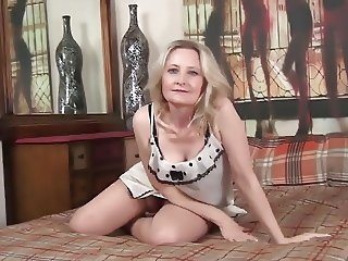 42 year old milf Emma