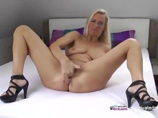 GERMAN MILF SQUIRTING AND JERK OFF INSTRUCTIO