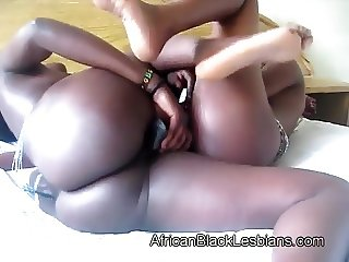 African honey uses toy to fuck booty gf
