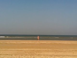 OMA SEX mature  nude deedraa at the beach pussy