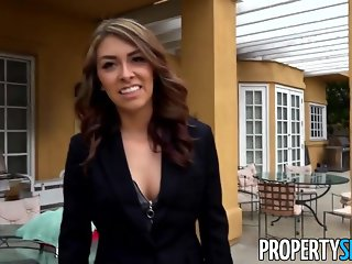 PropertySex - Fucking incompetent real estate agent outdoors