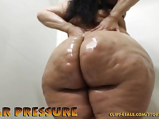 Pear shaped latina nympho cums while getting pumped