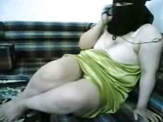 beautiful niqab woman talking in the phone naked