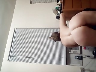 Watch my booty shake for you