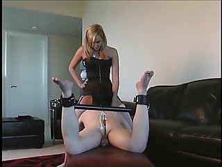 slave lick pussy