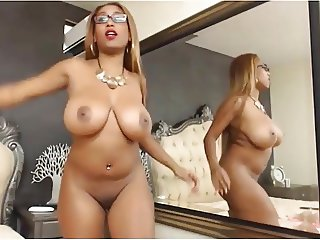 Colombian camgirl dances and strips to Beyonce