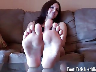 Dont lie, I know you want to worship my feet