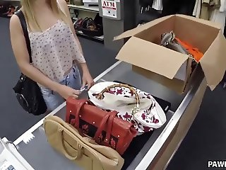 I offered her some money for that pussy - XXX Pawn