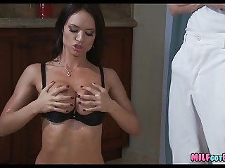 Gorgeous Housewife