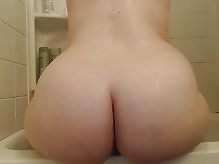 Pawg Wife Spreading in Shower