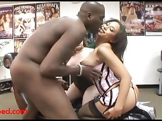 2 fat ugly girls share big black negro cock and ruining  her
