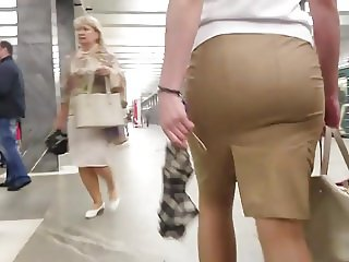 Round ass in skirt
