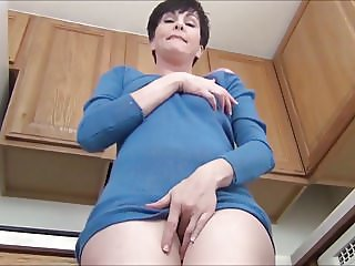 upskirt mommy