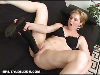 Amateur blonde plugs her pink pussy with a giant dildo