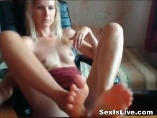 Blonde like to make footjob