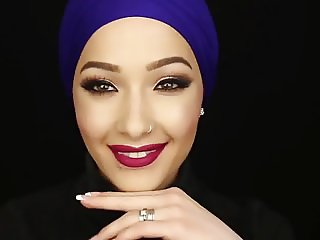 Covergirl Hijab Slut Nura Afia dick sucking lips