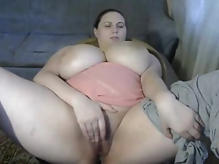Chubby girl gets her orgasm