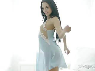 18 Virgin Sex - Slim sex nymph boasts