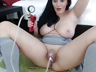 Amateur Fun with the Pussy Pump 2