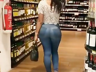 SEXY ASS IN THE LIQUOR STORE