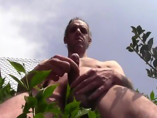 HUGE CUM SHOWER OUTDOOR, NAKED, IN PUBLIC GARDEN - AMATEUR SOLO MALE