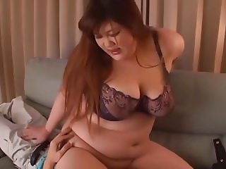Japanese BBW in a sexy bra