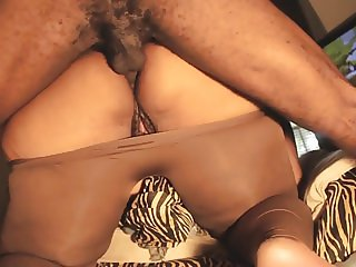 DIGGING ANAL QUEEN BUTTHOLE OUT