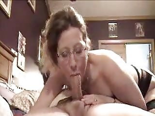 Mature Woman knows how to give Head