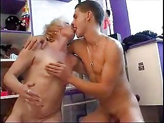 My shameless mother seduced my best friend in our house.mp4