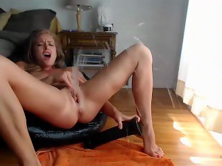 Amateur MILFs Rubbing Clits to Orgasm