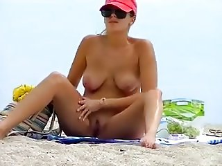 ude Beach - Big Naturals Blond Spreads Wide