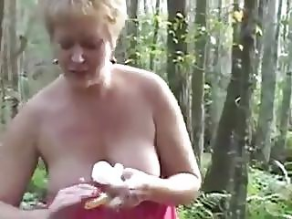 OLDER MASTURBATES OUTDOORS