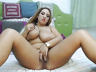 Romanian BBW with beauty spot helps herself out on cam
