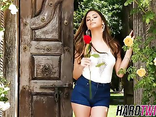 She devil Nina North has steamy solo session outdoors